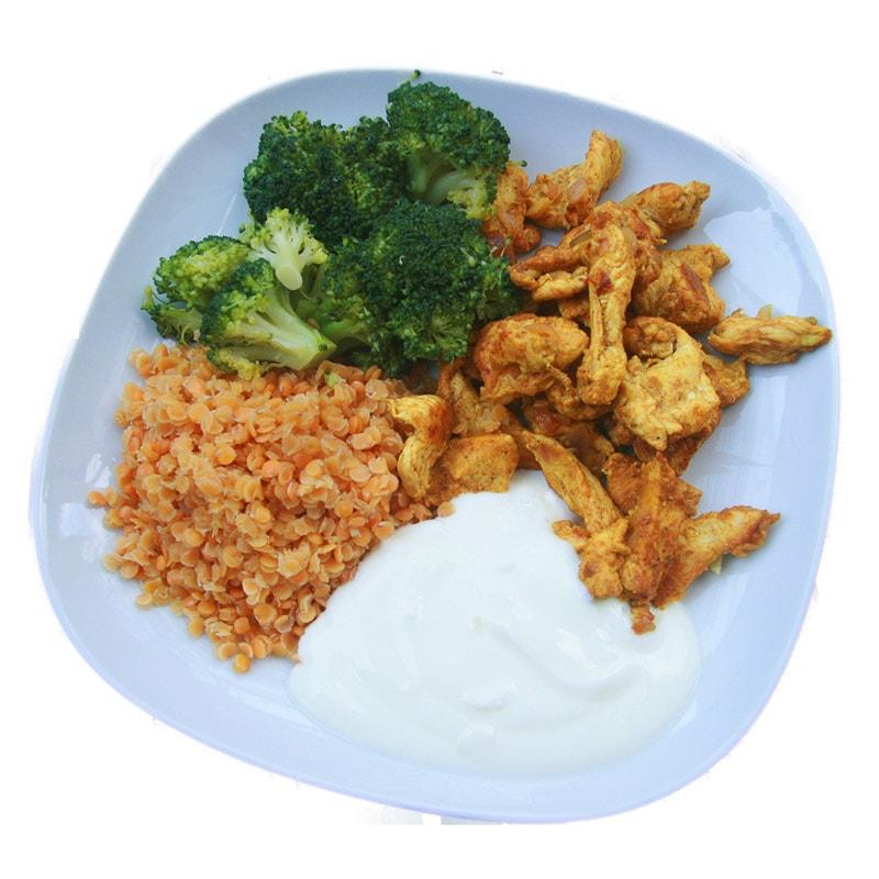 Indisches Hühnchen mit roten Linsen und Brokkoli