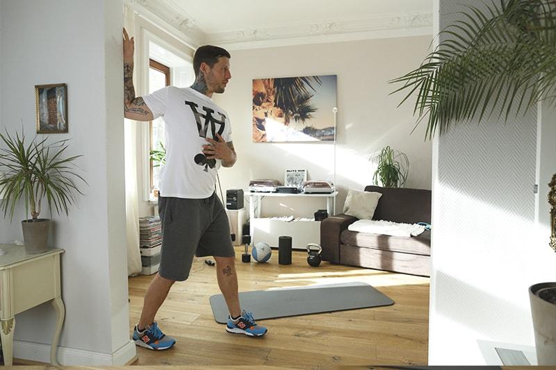 Stretching_Dehnuebungen_Trizeps und Schulter