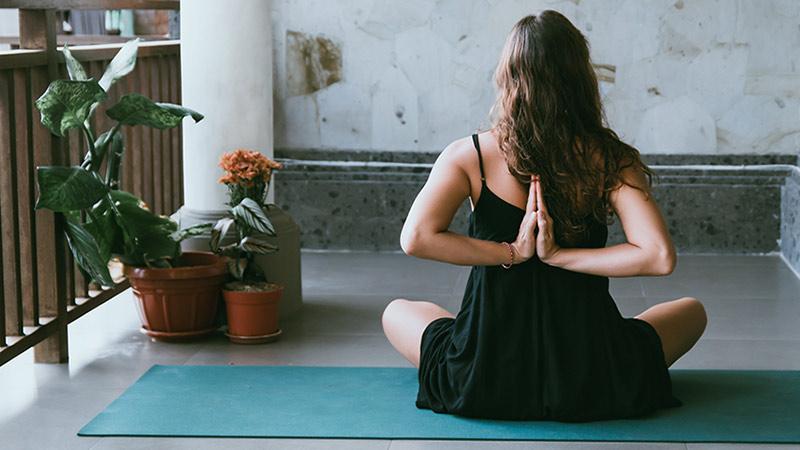Fitnessmatte: auch als Gymnastikmatte, Airex-Matte, Yogamatte oder Turnmatte bezeichnet