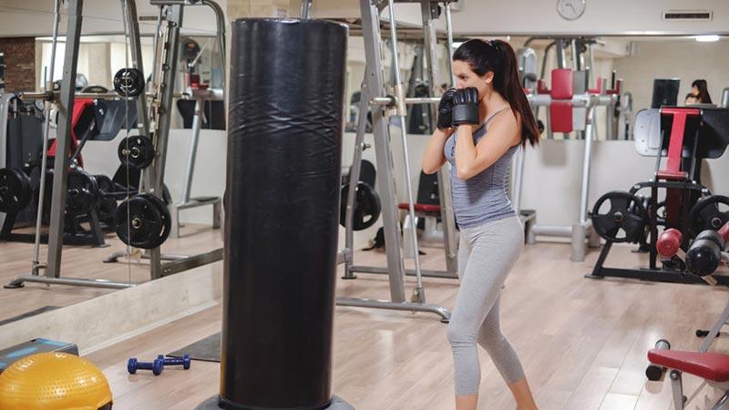 Ein Standboxsack ist die Alternative zum klassischen Boxsack, wenn die Zimmerdecke nicht tragend ist