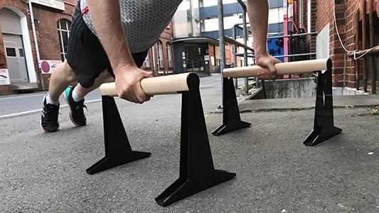 PullUp & Dip Parallettes sind dank der Buchenholz-Stahl-Konstruktion super stabil