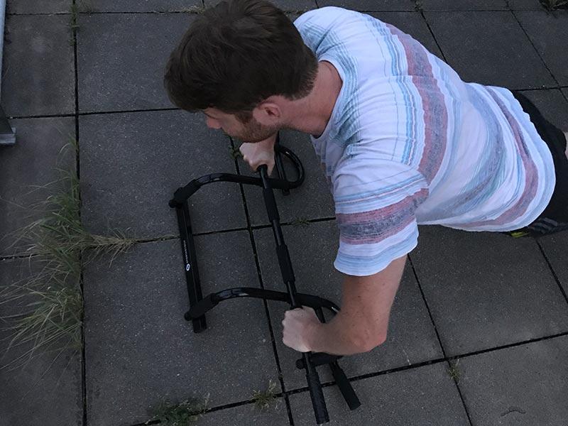 Klimmzugstange für die Tür auch als Liegestütz Griff verwendebar